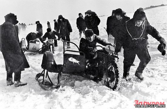 Зимние соревнования на мотоциклах Урал
