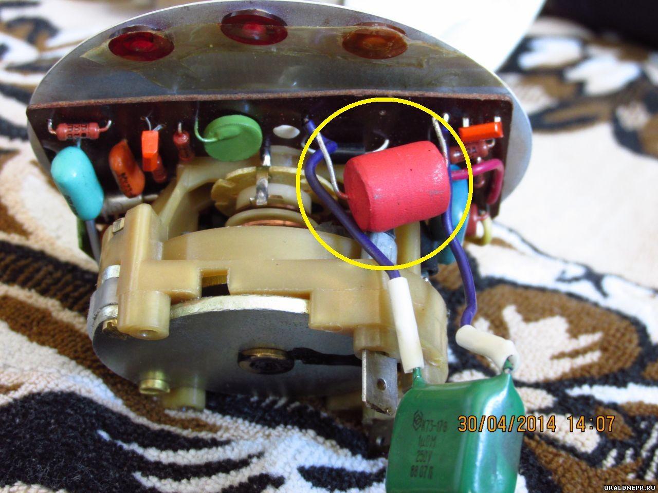 схема генератора с клемой для подключения тахометра