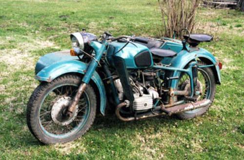 ...эскортной техники, а в 1978 году была изготовлена первая партия из 25 специальных Эскортных мотоциклов для Кремля.